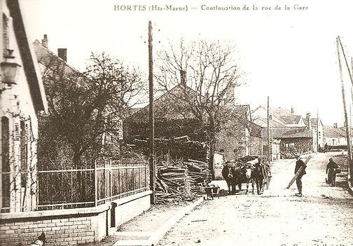 cpa rue de la gare dupuy hortes 2017.jpg