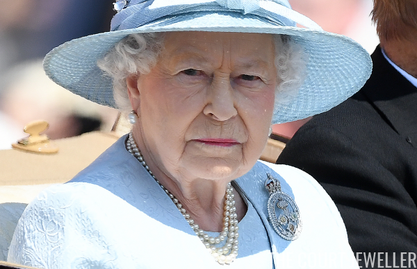 The Queen wearing the Guard Brooch