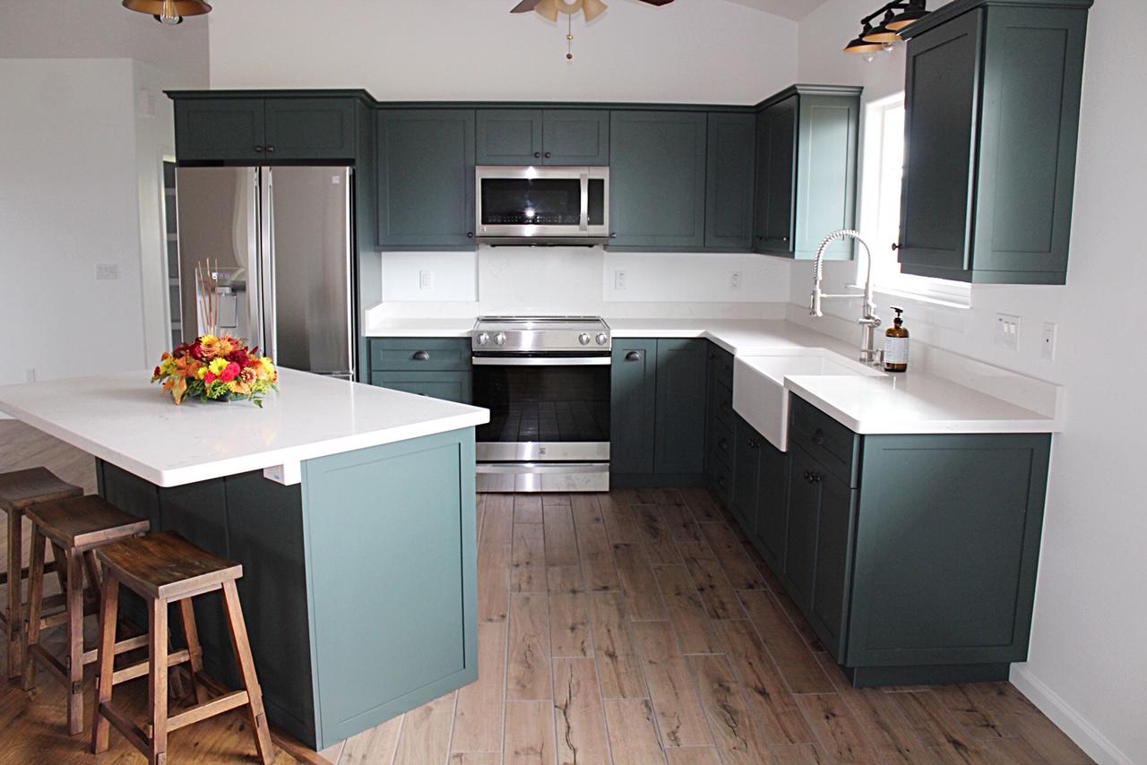 Shaker Style | Black Spruce Conversion Varnish Paint | LG Viatera Quartz