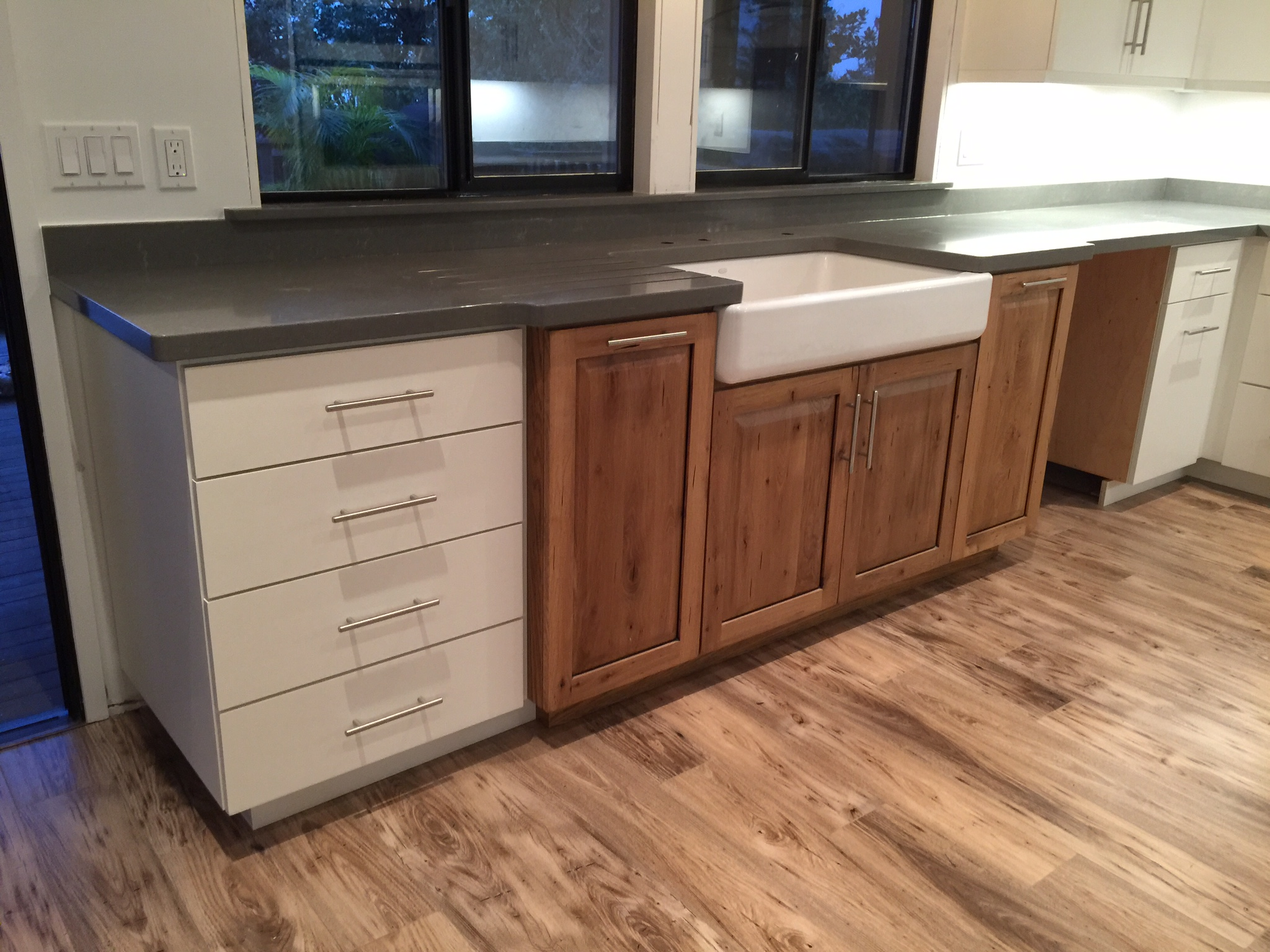Flat Style | Decorators White Conversion Varnish Paint + Rustic White Oak | Raised Panel | Clear Fin