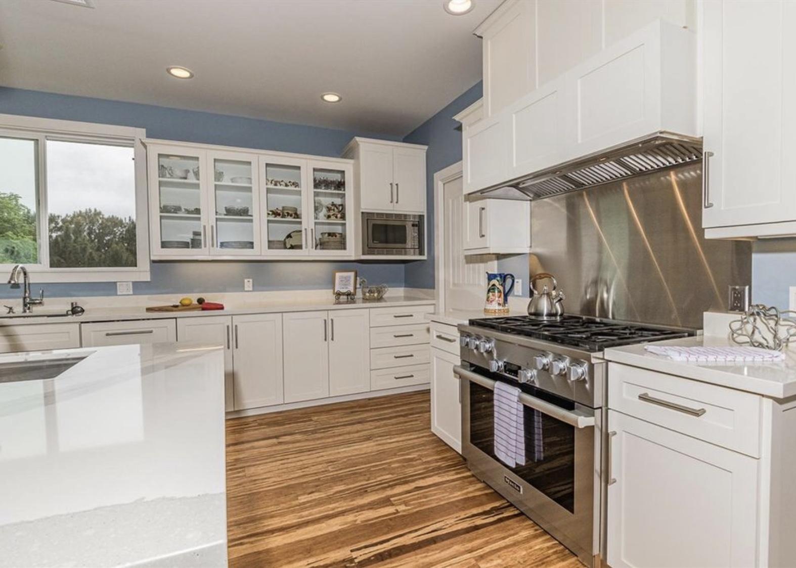 PG Hardwood | Decorators White & Dovetail Gray CV Paint | Shaker Style + Cambria Quartz
