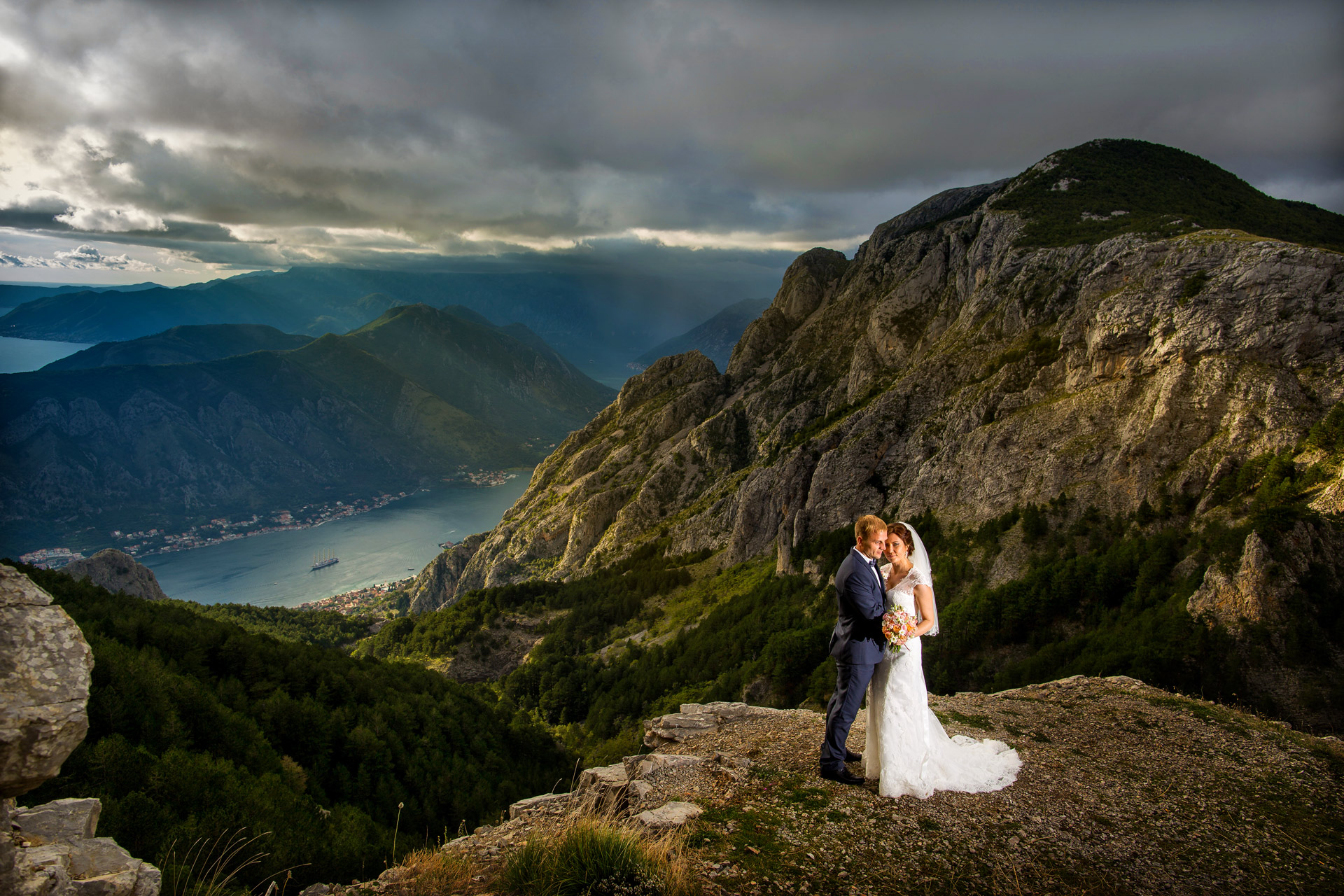 A romantic wedding above the clouds