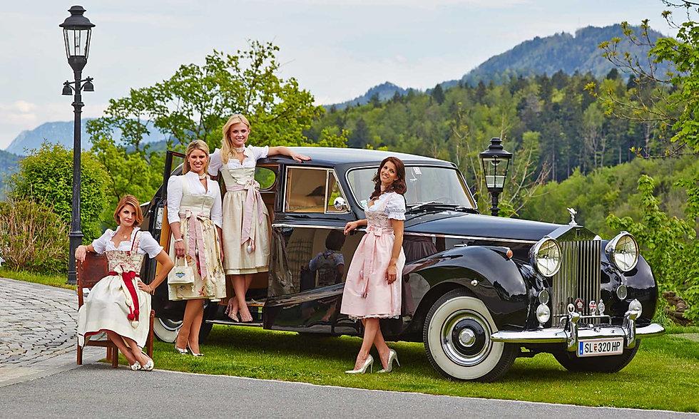 Hochzeitsdirndl von Schatzi in Schloss Fuschl