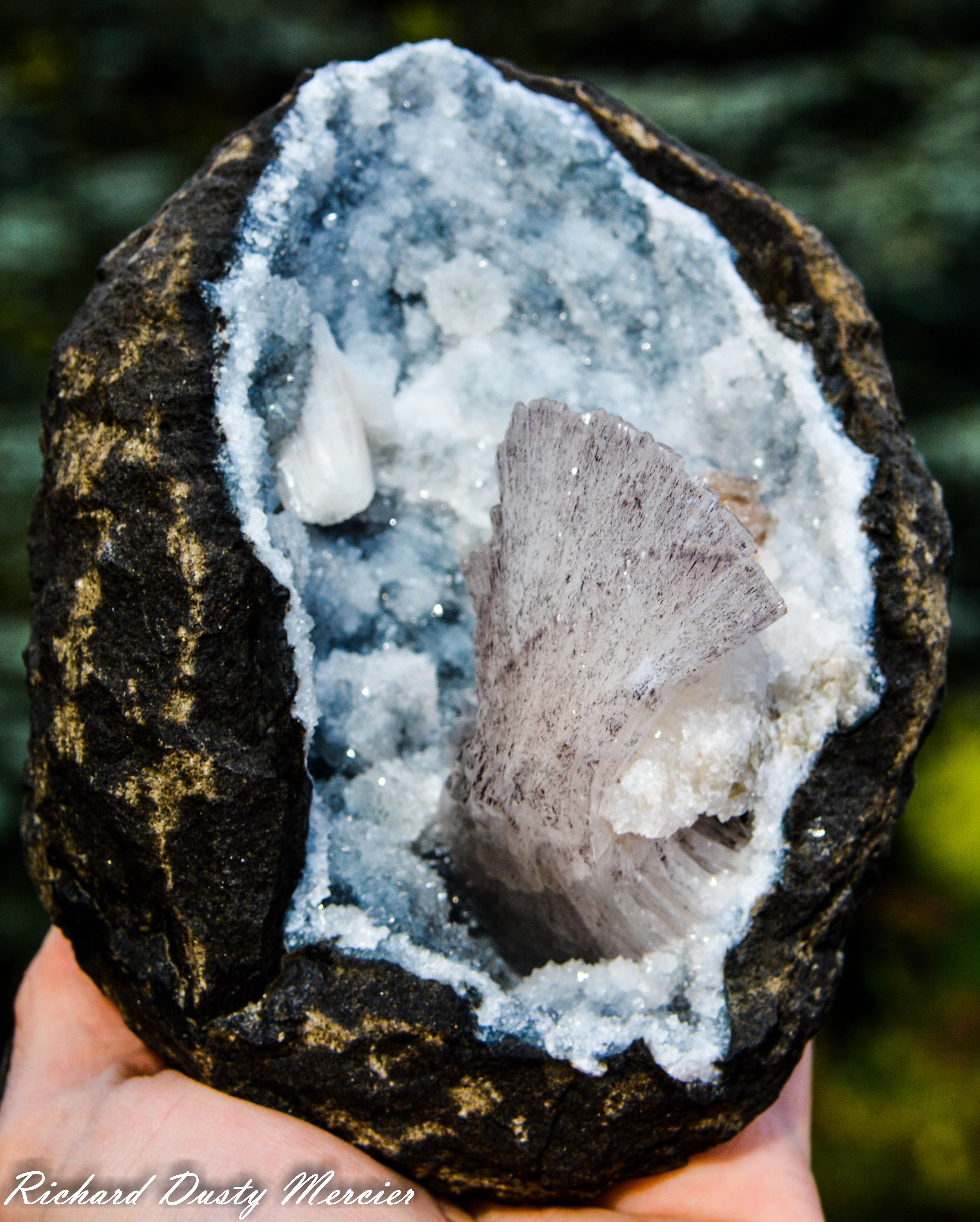 Heulandite in Chalcedony Geode