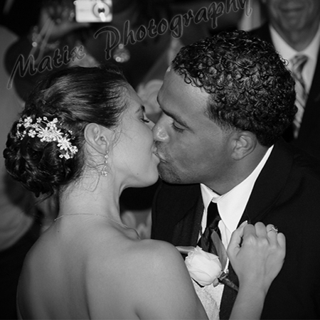 "Bride & Groom ""Kiss"""
