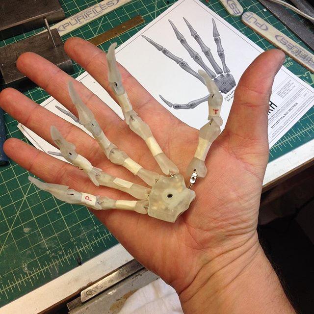 """""""Odokuro"""" Skeleton hand armature"""