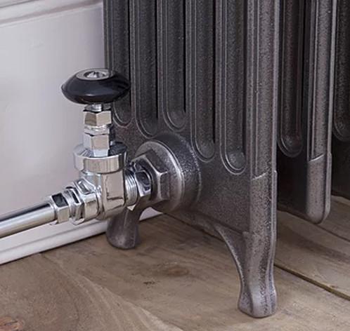 Straight radiator valve