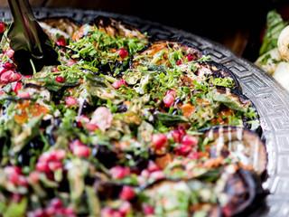 Salade met granaatappel en aubergine