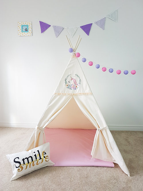 Unicorn with Flowers and Neat Lace Frills Princess Teepee