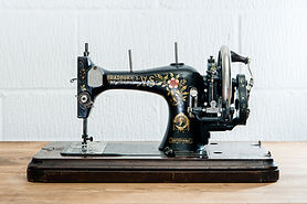Vintage-Sewing-Machine.jpg