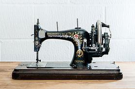 Vintage-Sewing-Machine.jpg