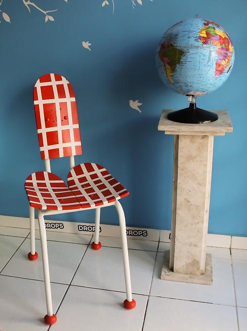 Cadeira feita com skate shapes Drops Móveis Pedro Guglielmi