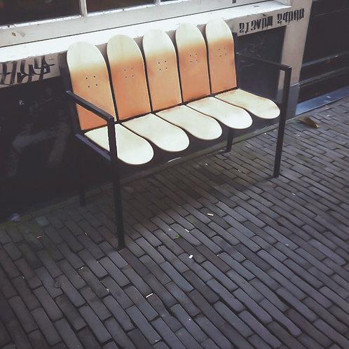 banco feito de shapes de skate skateboard furniture  Drops Móveis Pedro Guglielmi