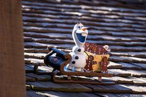 Olaf statue hidden in Epcot