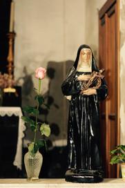 Sainte à la rose.