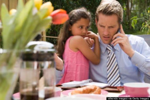 o-ON-PHONE-IGNORING-CHILD-570