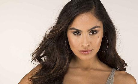 Latina-model-with-dark-wavy-hair.jpg