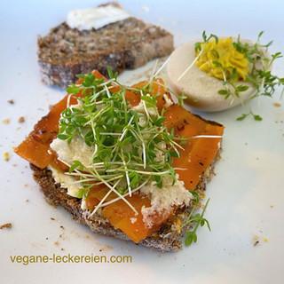 """Glutenfreies Saatenbrot mit Karottenlachs und """"veganem Ei"""""""