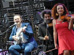 FESTIVAL DE NÎMES Julien Clerc, Véronique Sanson et ... TANA & The Pocket Philharmonic !