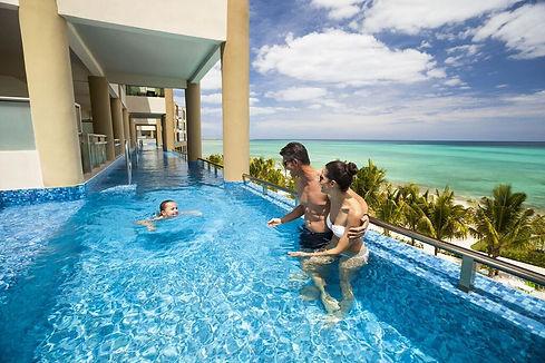 Ocean Front One Bedroom Infinity Pool Jacuzzi Suite