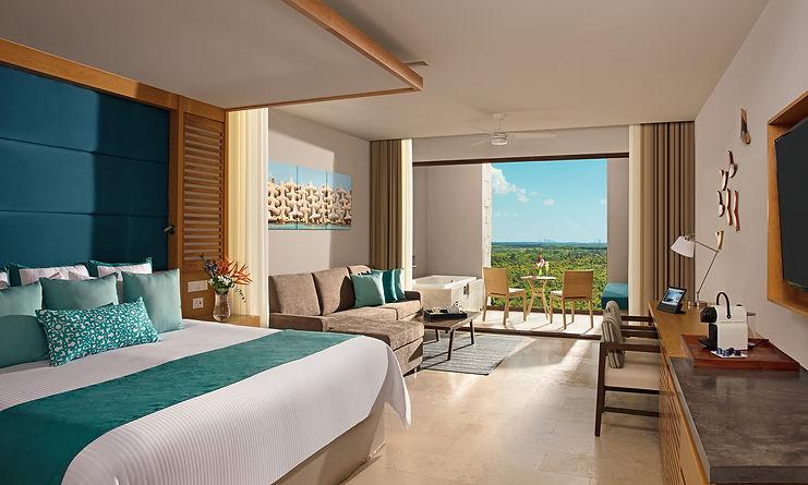 Ocean Front Luxury Jacuzzi Suite