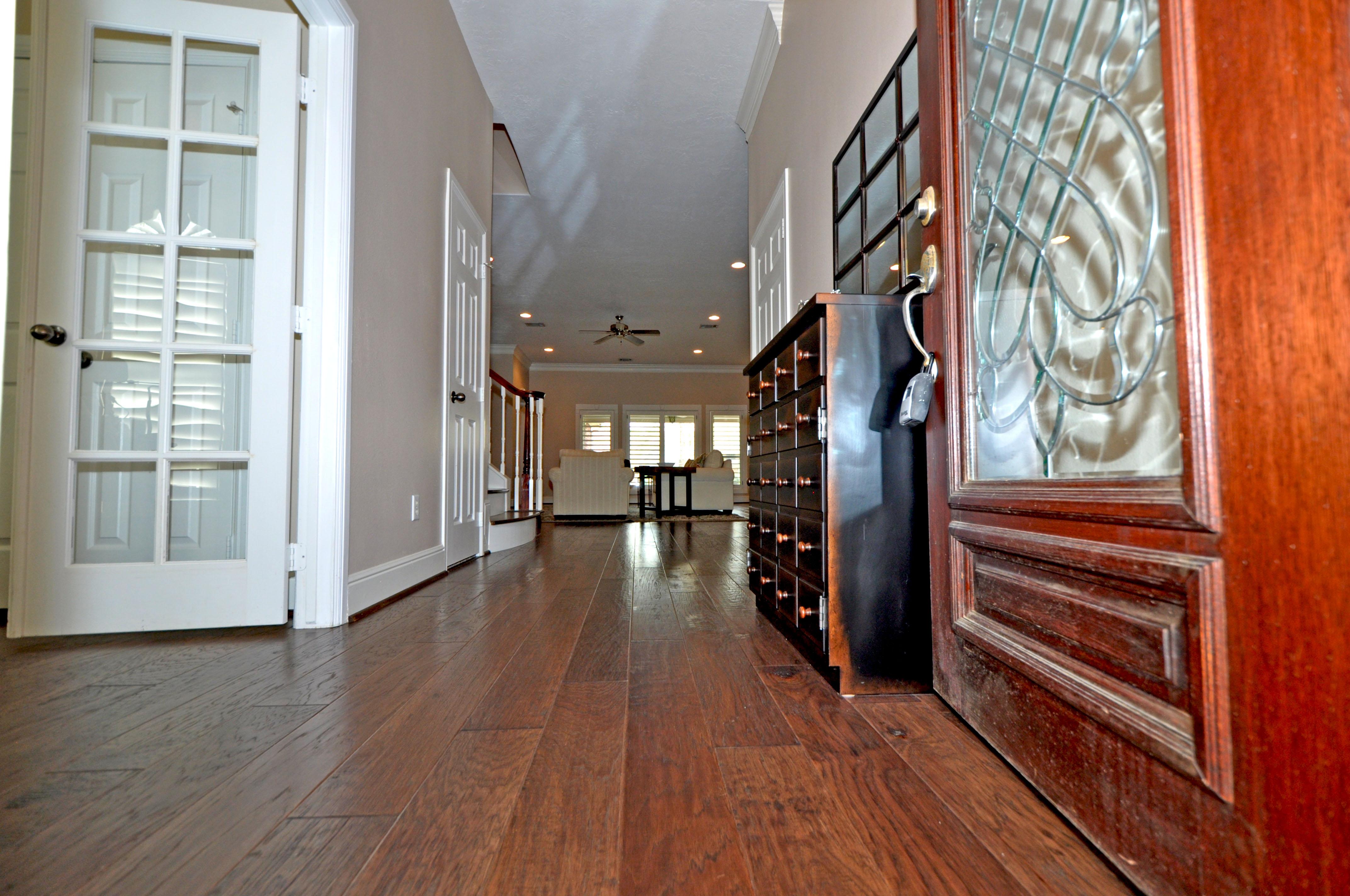 Hardwood foyer - Copy