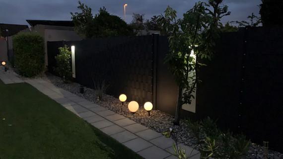 Zaun mit Beleuchtung RAL 7016