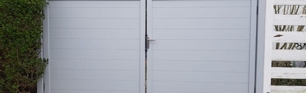 Doppeltor in Aluminiumweiß RAL 9006