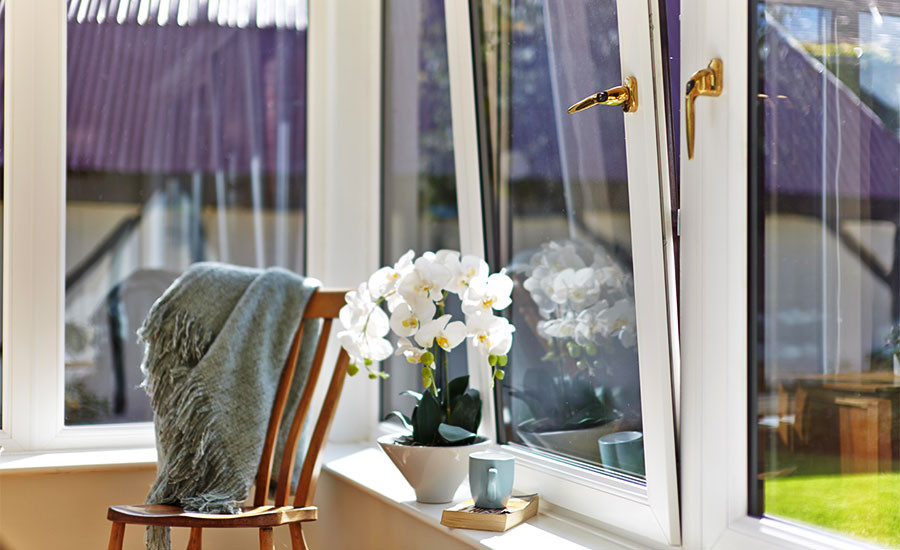 The benefits of tilt & turn windows      Internal opening for easy cleaning      Extra ventilation that doesn't compromise on security
