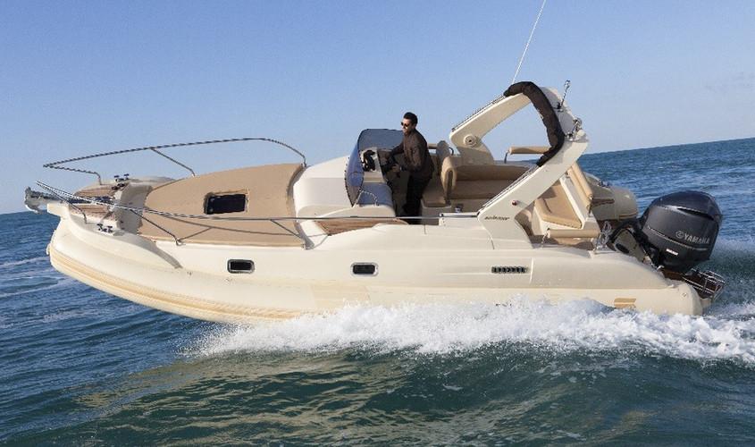 26-1-oceanic-gommone-solemar-cabinato-fuoribordo-battello-natante.jpg