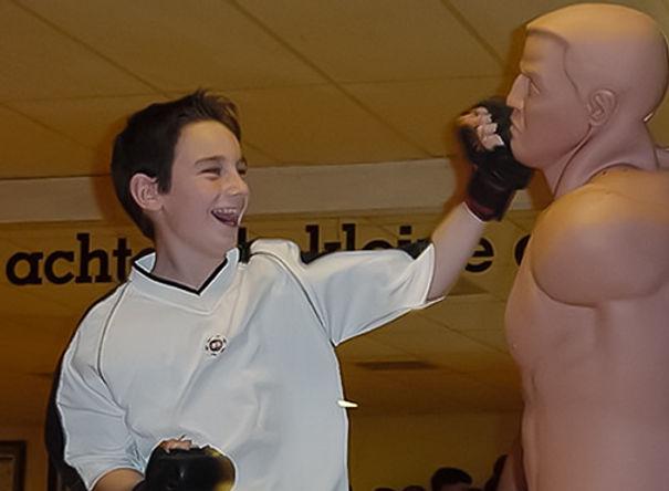zelfverdediging, vechtsport, karate, judo. aikido, jiu jitsu, tae bo, kaboa, kickfun