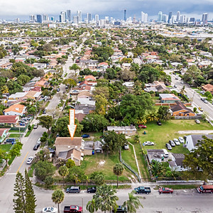 1492 NW 27th St