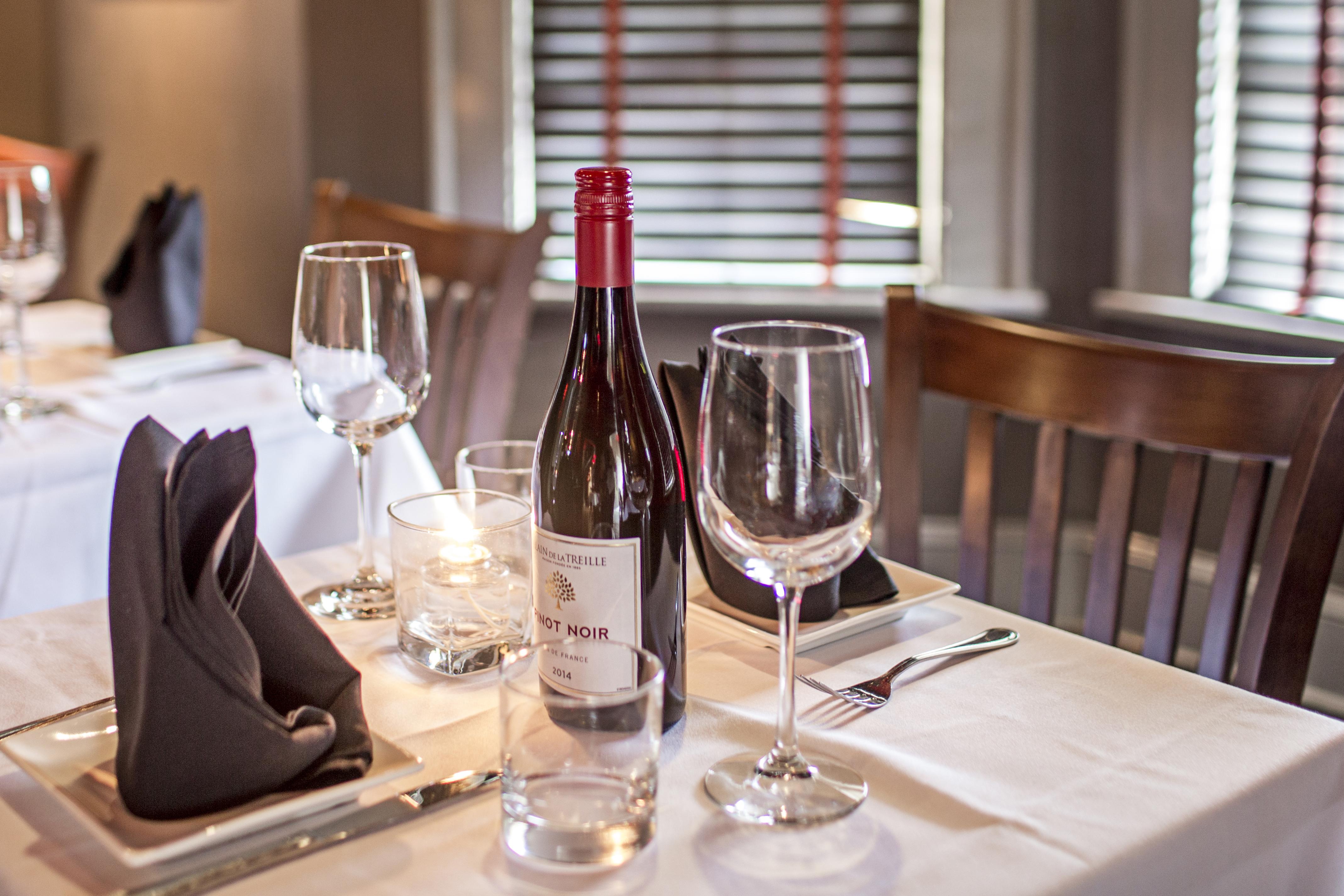 Dining Table Divan Restaurant Atlanta