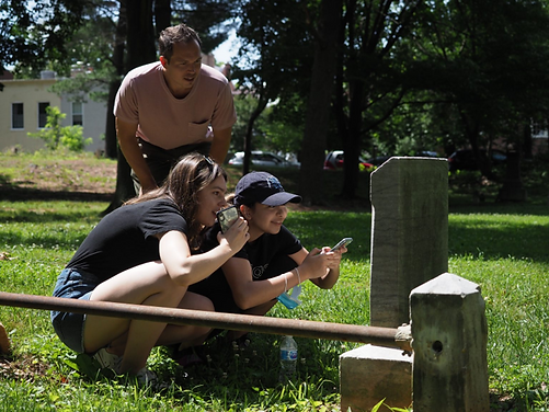 Andrew Davenport assists GU students analysis and recording of headstone inscriptions.png