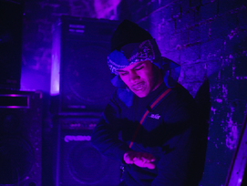 NEW: Es - Deliveroo - Prod by. TR3 - Directed by. Oliver Payne & Akz