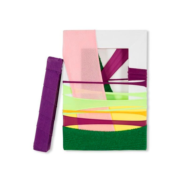 FabricDrawing#54 fabrics.frame,installation 22.7 x 15.8cm ,2017   (800 €)