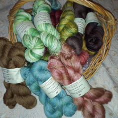 Selection of plant-dyed yarns