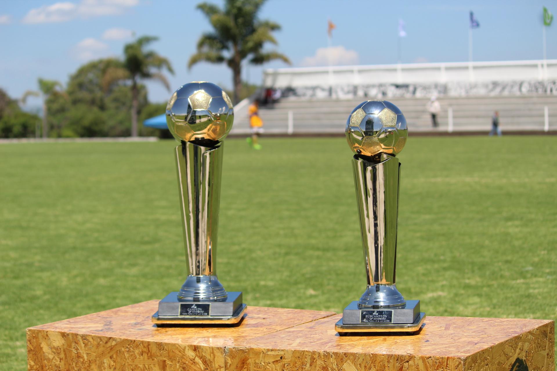 """Trofeos """"Olivos: X Aniversario"""""""