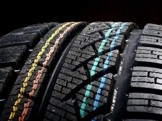 Почему водителю важно знать, что означают цветные полосы и метки на шинах