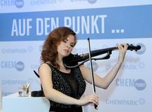 Geigenspielerin Anna Gold - Auftritt bei Bayer AG