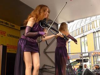 Geigerinnen Laruan - Live Performance in Leverkusen