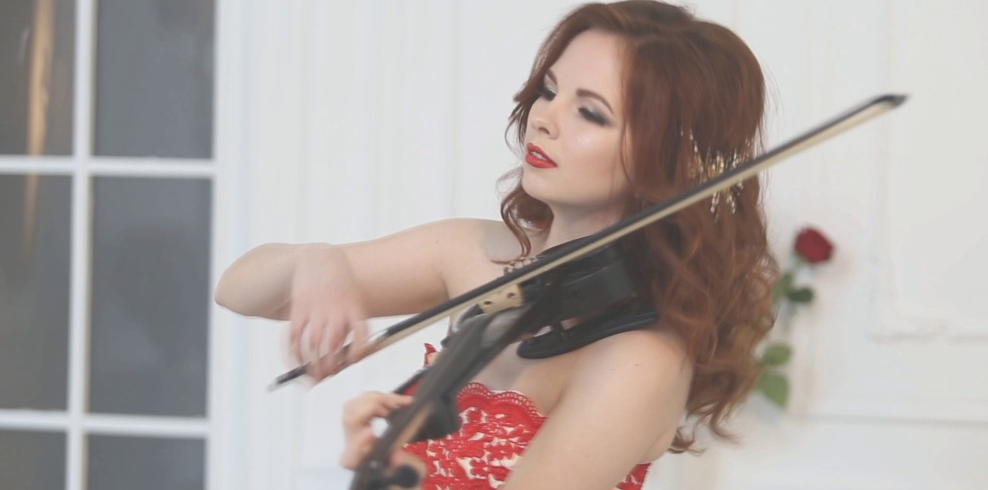 Violinist Anna Gold - romatic violin - emotion music