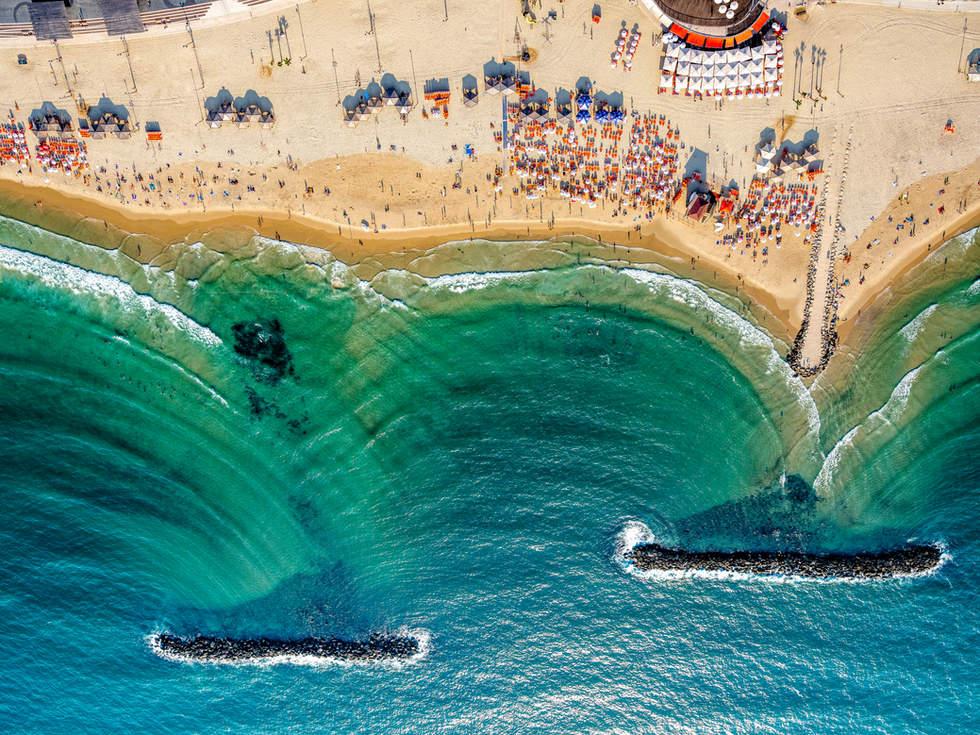 'True Curves', Tel Aviv, Israel
