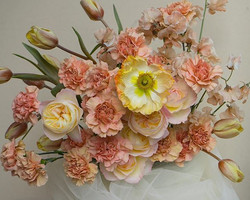 Peachy toned centerpiece
