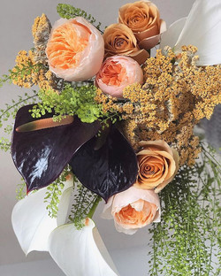 Lush bouquet with roses & yarrow