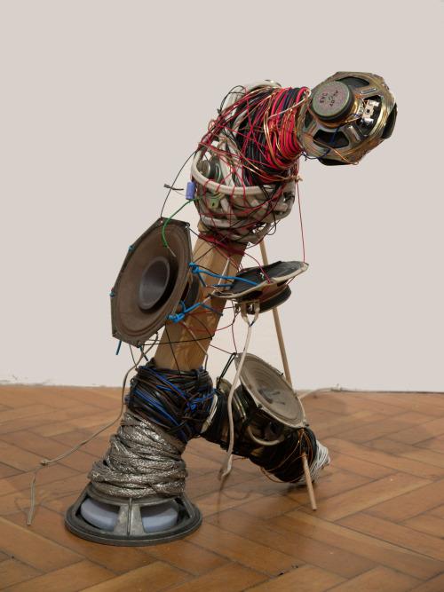 Dud-Wire-Speaker-Man 1