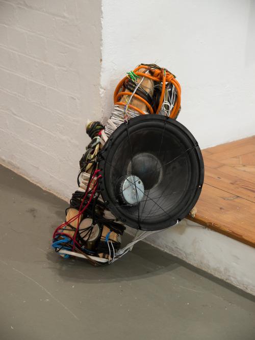 Dud-Wire-Speaker-Man 3