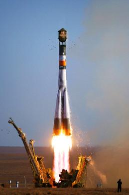 Soyuz_TMA-9_launch.jpg