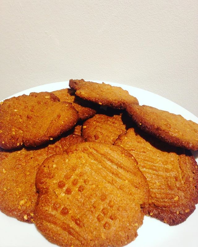 Peanut cookie with 3 ingredients_ peanut butter, sugar and 1 egg👌