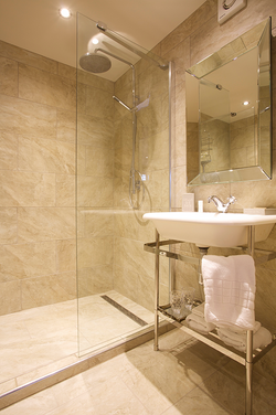 Bathroom in the Stour room